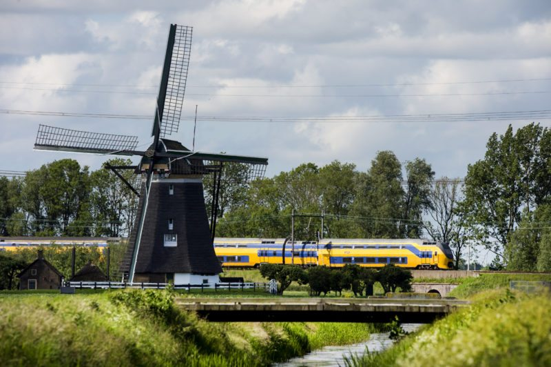Hollanda'daki bütün trenler rüzgar enerjisiyle çalıştırılmaya başlandı