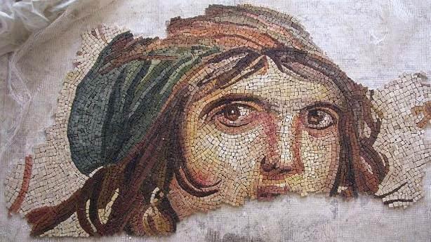 Çingene Kızı mozaiğinin kayıp parçaları Türkiye'ye dönüyor