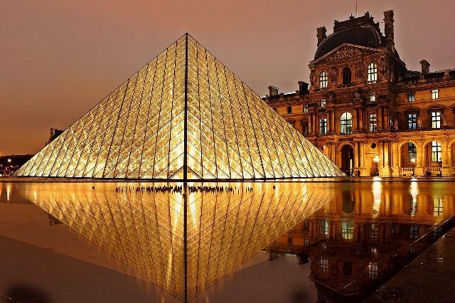 Louvre Müzesinde tek başına bir gece geçirmek