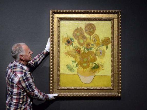 Van Gogh'un Ayçiçekleri soldu, müze yetkilileri şaşkın