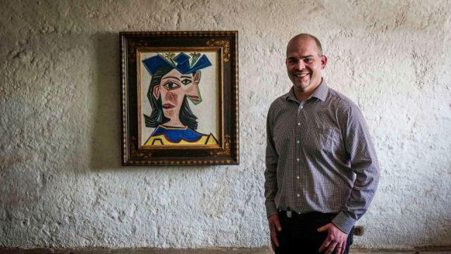İsviçreli bir çiftçi Picasso tablosunu bir günlüğüne ahırında sergiledi